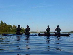 standup paddlebaord yoga (SUP)