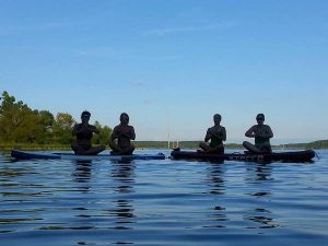 standup paddlebaord yoga (SUP)